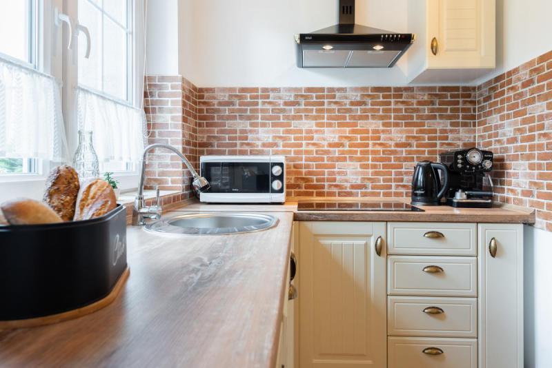 Wyposażenie kuchni - mikrofala, ekspres, płyta grzewcza