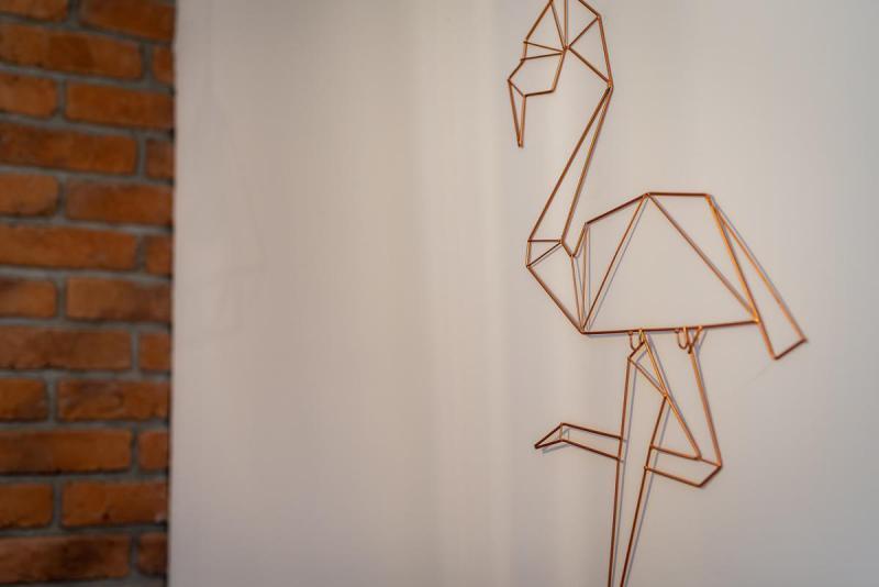 Miedziany pelikan - ozdoba na ścianie