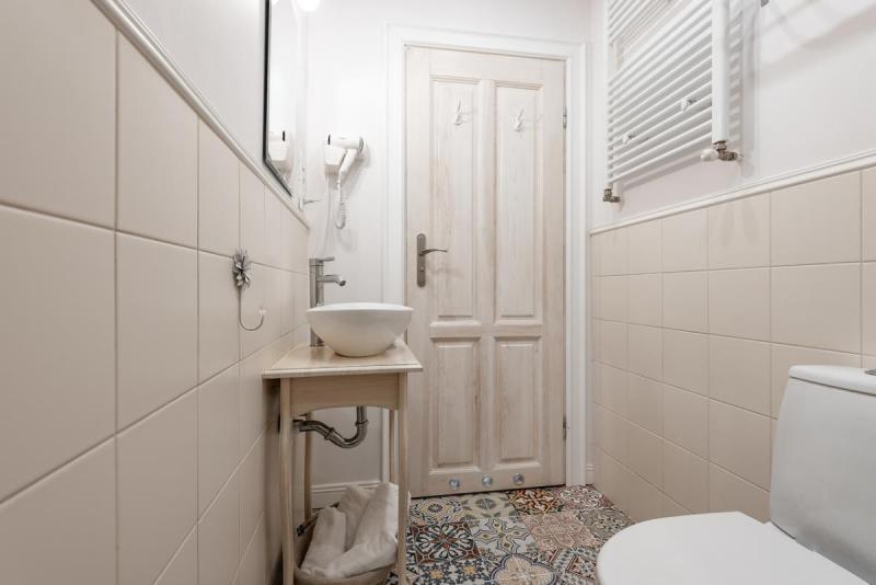 Łazienka z orientalnymi kafelkami